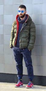 С-мужской-спортивной-курткой-151x300.jpg
